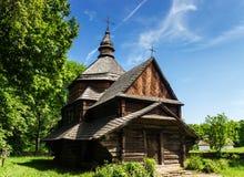 Ukrainsk forntida träkyrka Arkivbild