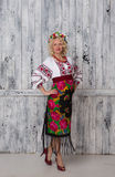 Ukrainsk gravid kvinna i vyshyvanka Fotografering för Bildbyråer