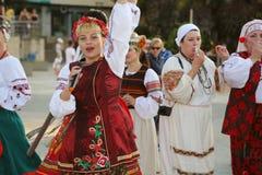 Ukrainsk grupp av dansare i traditionella dräkter Royaltyfri Bild