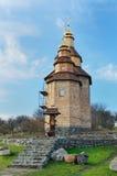 Ukrainsk by med en ny ortodox kyrka Arkivbild