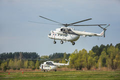 Ukrainsk militär helikopter Mi-8 Arkivbild