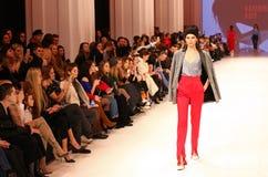 Ukrainsk modevecka FW18-19: samling av Katerina KVIT Arkivbild