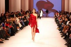 Ukrainsk modevecka FW18-19: samling av Katerina KVIT Arkivfoto