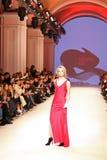 Ukrainsk modevecka FW18-19: samling av Katerina KVIT Royaltyfria Foton