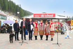 Ukrainsk nationell helhet som sjunger på jul i Bukovel Arkivbilder