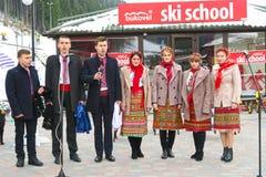 Ukrainsk nationell helhet som sjunger på jul i Bukovel Fotografering för Bildbyråer