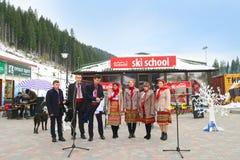 Ukrainsk nationell helhet som sjunger på jul i Bukovel Arkivfoto