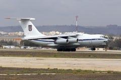 Ukrainsk nivå för last som Il-76 tar av Arkivbild