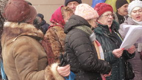 Ukrainsk patriotisk prålig folkhopmötesång lager videofilmer
