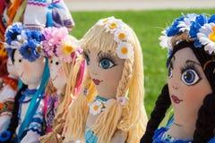 Ukrainsk trasdocka välfyllda toys Handgjord forntida textildocka royaltyfri fotografi