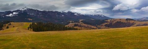 Ukrainska Carpathian berg Höst panorama Fotografering för Bildbyråer