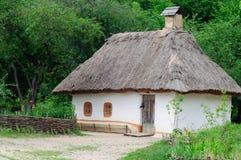 Ukrainskt byhus Fotografering för Bildbyråer
