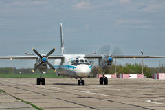 Ukrainskt flygvapen An-26 arkivfoton