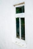 Ukrainskt hus för gammalt fönster Arkivfoton