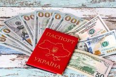 Ukrainskt inhemskt passID med oss dollar Arkivbilder