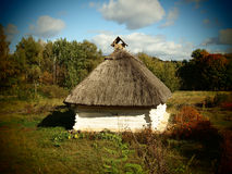 Ukrainskt nationellt hus i Pirogovo i sommar Fotografering för Bildbyråer