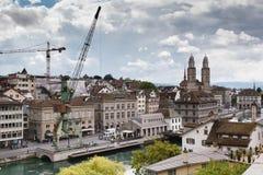 Ukrywa żurawia i Grossmà ¼ nster, Zà ¼ bogactwo, Szwajcaria Fotografia Royalty Free