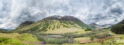 UKs hoogste die berg Ben Nevis van zuidwesten wordt gezien stock afbeeldingen