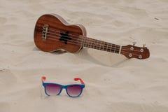 Ukulele przy lato plażą Fotografia Stock