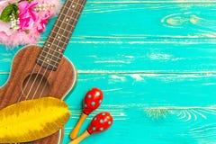 Ukulele tło, ukulele, ukulele na Błękitnym Drewnianym tle/ Zdjęcie Royalty Free