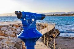 Ukuwa nazwę działającego teleskop przegapia plażę i nadbrzeże mariti Obraz Stock