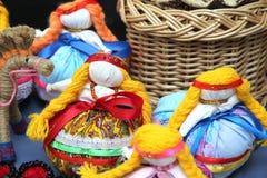 Ul?n Ud?, Buriatia, Rusia 04 22 2019 Exposici?n y venta del ruso y de los artes populares de los recuerdos de Buryat favorablemen fotografía de archivo libre de regalías