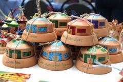 Ul?n Ud?, Buriatia, Rusia 04 22 2019 Exposici?n y venta del ruso y de los artes populares de los recuerdos de Buryat favorablemen imagenes de archivo