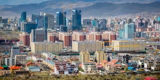 Ulaan-Baator, Mongolei - Mai 2015: Ansicht von Ulan-Bator vom Berg Zaisan Stockfotografie