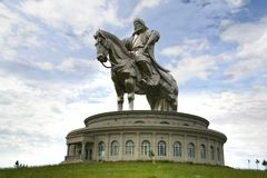 Ulaanbaatar蒙古2016年7月3日在马背上成吉思汗雕象,在蒙古资本Ulaanbaa的Tsonjin Boldogeast 免版税图库摄影