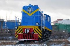 Ulaanbaatar,蒙古12月, 02 2015年:转轨的内燃机车, TEM-1 铁路设备博物馆在Ulaanbaatar 蒙古 库存图片