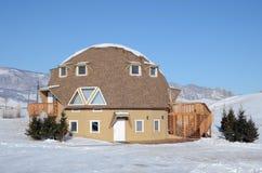 Ulaanbaatar MN-December, 03 2015: Original- hus för gäster i rekreationmitt i den Terelj nationalparken Royaltyfri Bild