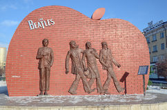 Ulaanbaatar Mongoliet - December, 03 2015: Monument till den legendariska gruppen Beatleset i Ulaanbaatar Royaltyfri Bild
