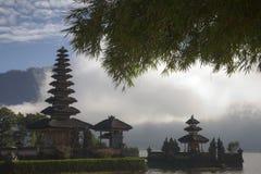 ulan bali bratan danuindonesia tempel arkivbilder