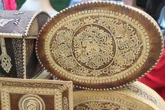 Ulan-Ude, Buryatia, Rusland 04 22 2019 Tentoonstelling en verkoop van Markt van de Herinneringenambachten van Rus en van Buryat d stock foto's