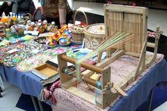 Ulan-Ude, Buryatia, Rusland 04 22 2019 Tentoonstelling en verkoop van Markt van de Herinneringenambachten van Rus en van Buryat d stock foto