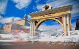 ULAN-UDE, RUSSLAND - 8. MÄRZ 2014: Arc de Triomphe -Zar ` s Tor in Ulan-Ude, Russland Stockfotos
