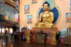Ulan-Ude Ryssland, 03 15 Buddhastaty 2019 i en buddistisk kyrka Rinpoche Bagsha arkivfoto