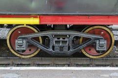 Ulan-Ude RYSSLAND - Juli, 16 2014: Hjul av gamla serier för Ea för tappningångalokomotiv på stationen i Ryssland Arkivbild