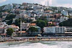 Ulcinj, Montenegro Visión desde la fortaleza vieja Centro de ciudad de Ulcinj, terraplén, playa Fotos de archivo libres de regalías