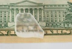 Ulexite mineral som visar dess optiska rekvisita för fiber arkivfoton