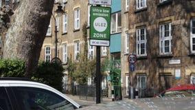 ULEZ, Лондон, Великобритания - 9-ое апреля 2019: Зоны излучения ULEZ обязанность Лондон ультра низкой новая подготавливает для но сток-видео
