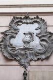 Ulga na fasadzie stary budynek, dekoracyjna waza, Praga, czech Fotografia Royalty Free