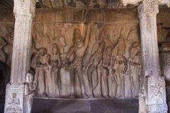 Ulga na rockowej twarzy podnosi Govardhan wzgórze w Krishna Mandapam Krishna, Mahabalipuram, tamil nadu zdjęcie stock