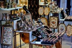 Ulica boczni turystyczni sklepy, Mostar, Bośnia i Herzegovina, obrazy stock