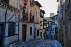 Ulica Frias, średniowieczna wioska w prowincji Burgos zdjęcia royalty free