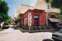 Ulica Paleochora miasteczko z tradycyjnymi prezentów sklepami, tawernami i Fotografia Royalty Free