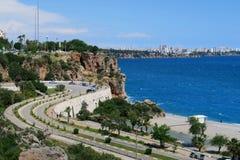 Ulica przy Konyaalti plażą w Antalya, Turcja Zdjęcie Royalty Free