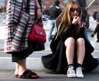 Ulica styl: Mediolańska moda tygodnia jesień, zima 2015-16/ Obraz Stock