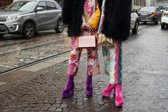 Ulica styl podczas Milan mody tygodnia zdjęcie royalty free