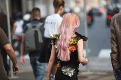 Ulica stylowi stroje przy Mediolańskim moda tygodniem Obraz Royalty Free